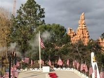 Vista di Disneyland dalla finestra di Mark Twain della montagna di tuono Immagine Stock