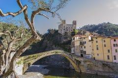 Vista di Dolceacqua Imperia, Liguria, Italia fotografia stock
