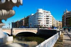 : Vista di Donostia, Spagna Ponte di Maria Cristina sopra Urumea Fotografia Stock
