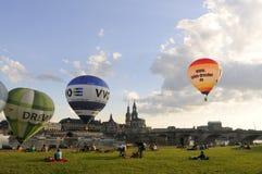 Vista di Dresda con le mongolfiere variopinte dentro Fotografia Stock Libera da Diritti