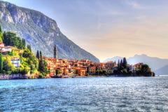 Vista di estate di Como Italia del lago Varenna immagini stock libere da diritti