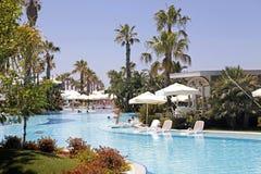 Vista di estate con la piscina della località di soggiorno in Belek, Turchia Fotografia Stock