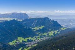 Vista di estate della valle nelle alpi delle dolomia Fotografia Stock Libera da Diritti