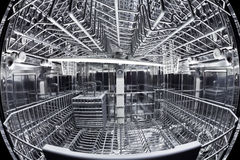 Vista di Fisheye dell'interiore della lavapiatti Immagine Stock