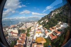 Vista di Fisheye su Gibilterra dalla cabina di funivia Fotografia Stock