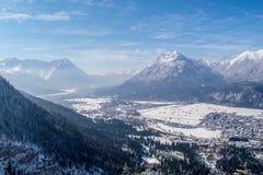 Vista di Garmisch-Partenkirchen e di Farchant Fotografia Stock Libera da Diritti