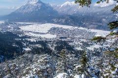 Vista di Garmisch-Partenkirchen e di Farchant Immagine Stock