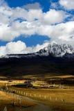 Vista di giorno dell'altopiano in Yala di Sichuan Cina fotografia stock