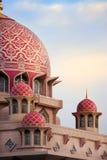 Vista di giorno della moschea Malesia di Putrajaya immagini stock