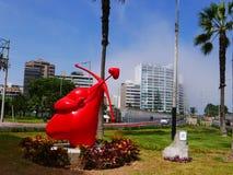 Vista di giorno della statua del cupido nel distretto di Miraflores, Lima Immagini Stock Libere da Diritti