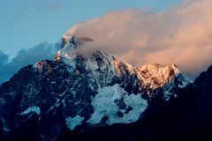 Vista di giorno delle montagne di Siguniang (quattro ragazze) fotografia stock libera da diritti
