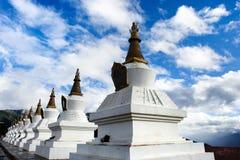 Vista di giorno dello stupa alla provincia Cina di Deqing Yunnan fotografia stock libera da diritti