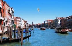 Vista di giorno soleggiato sopra il canale a Venezia immagini stock libere da diritti
