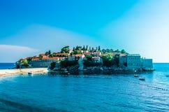 Vista di giorno sull'isola di Sveti Stefan Immagine Stock Libera da Diritti