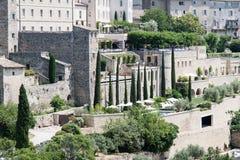 Vista di Gordes, in Luberon, la Provenza, Francia, insieme di un film immagine stock