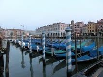 Vista di Grand Canal con le gondole a Venezia Fotografia Stock Libera da Diritti