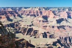 Vista di grande canyon sotto cielo blu Fotografie Stock