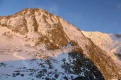 Vista di grande couloir al tramonto nelle alpi francesi Fotografie Stock Libere da Diritti