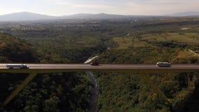 Vista di grande ponte stock footage