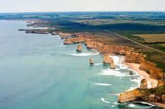Vista di grande strada dell'oceano dall'elicottero Immagine Stock