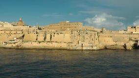 Vista di grandi porto e La Valletta stock footage