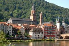 Vista di Heidelberg dalla riva del fiume il Neckar in Germania Immagini Stock