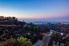 Vista di Hillside della città della LA e obervatory fotografia stock