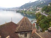 Vista di Hstoc dal castello del chillon sul lago Lemano Svizzera fotografia stock libera da diritti