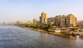 Vista di Il Cairo da Al Munib Bridge fotografia stock libera da diritti