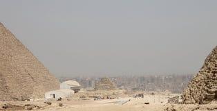 Vista di Il Cairo dal plateau di Giza fotografia stock libera da diritti