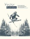 Vista di inverno con le siluette dell'uomo con gli sci in un salto Fotografia Stock