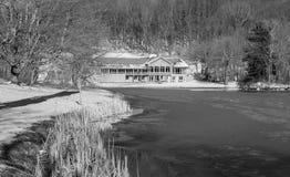 Vista di inverno dei picchi della casetta della lontra, del lago Abbott e della traccia fotografie stock
