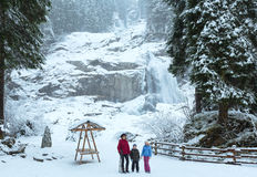 Vista di inverno della cascata delle alpi Fotografia Stock