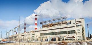 Vista di inverno della centrale elettrica termica Fotografie Stock