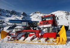 Vista di inverno delle alpi con ratrak Fotografia Stock