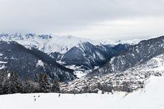 Vista di inverno sulla valle in alpi svizzere, Verbier, Svizzera Immagine Stock