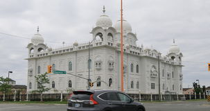 vista di 4K UltraHD in Brampton, Canada del tempio del Sikh di Gurdwara Dashmesh Darbar video d archivio