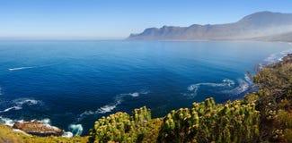 Vista di Kogelberg sopra l'oceano Fotografia Stock