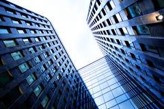 Vista di lato al nuovo grattacielo Fotografie Stock