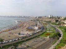 Vista di Lima della baia dal distretto del sud di Chorrillos Fotografie Stock