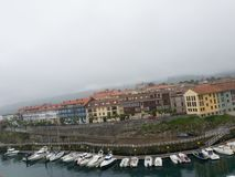 Vista di Llanes, città della Spagna del Nord Fotografia Stock