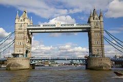 Vista di Londra del ponte della torre da Tamigi fotografie stock libere da diritti