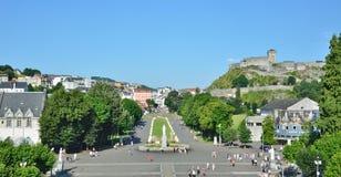 Vista di Lourdes con il quadrato del rosario Fotografia Stock Libera da Diritti
