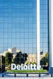 Vista di luce del giorno alla costruzione di affari di Deloitte fotografia stock