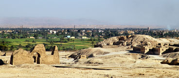Vista di Luxor dal complesso di EL-Bahari di Deir Immagini Stock