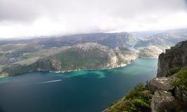 Vista di Lysefjord dalla roccia del quadro di comando, Norvegia Fotografie Stock Libere da Diritti