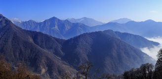 Vista di maggior catena montuosa di Caucaso in Tufandag Gabala a immagine stock libera da diritti