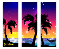 Vista di mar dei Caraibi con le siluette della palma illustrazione vettoriale