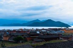 Vista di mattina del lago Lugu Fotografia Stock