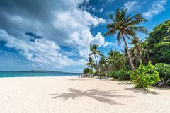 Vista di mattina della spiaggia famosa di Puka sull'isola di Boracay Fotografia Stock Libera da Diritti